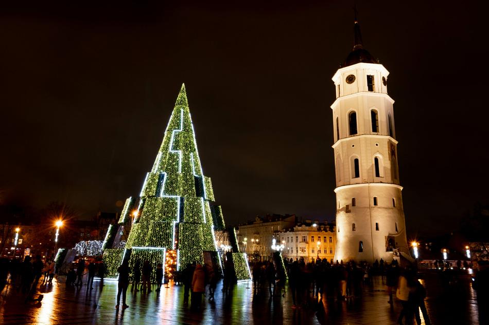 In Lituania tutto è pronto per l'arrivo di un Natale più luminoso che mai.